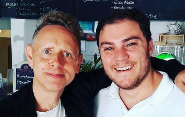 Depeche Mode Sänger Martin Gore zu Besiuch im Greensoul - veganes Restaurant Leipzig